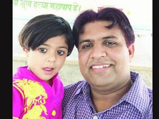 Selfie-of-Sunil-Jaglan-Sarpanch-of-village-Bibipur-with-his-daughter-who-was-praised-by-Prime-Minister-in-his-Man-Ki-Baat