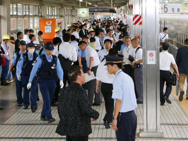 Police-officers-inspect-a-Nozomi-255-bullet-train-R-stopped-at-the-Odawara-station-after-the-suicide-attempt-on-board-AFP-Photo