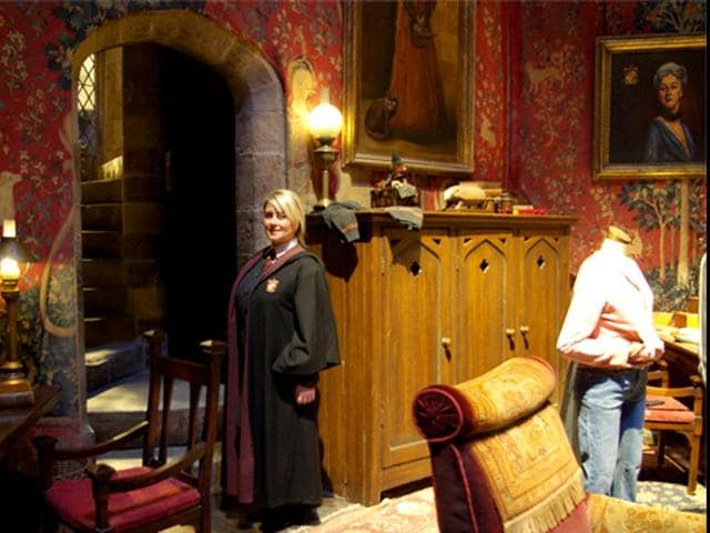 Warner-Bros-Studios-in-London-will-reveal-the-secrets-behind-the-culinary-treats-shown-in-the-Harry-Potter-movie-series-in-a-workshop-in-the-Studio-Tour-this-year-Courtesy-Warner-Bros