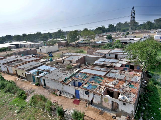 Unauthorized-dwellings-of-slum-people-in-Dhanas