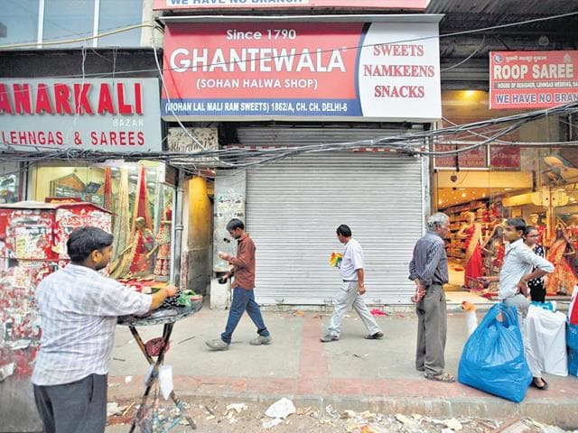 Sohan-Halwa-shop-popularly-called-Ghantewala-served-pure-desi-ghee-sweets-ARUN-SHARMA-HT-photo