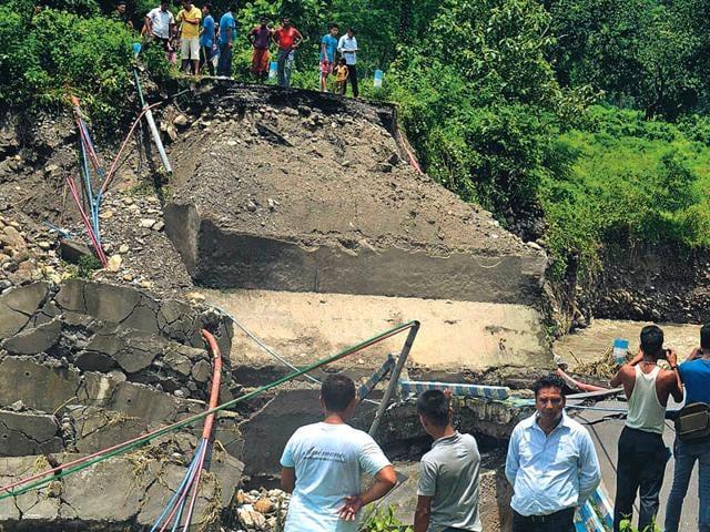 Darjeeling,Landslide,Mirik-Siliguri state highway