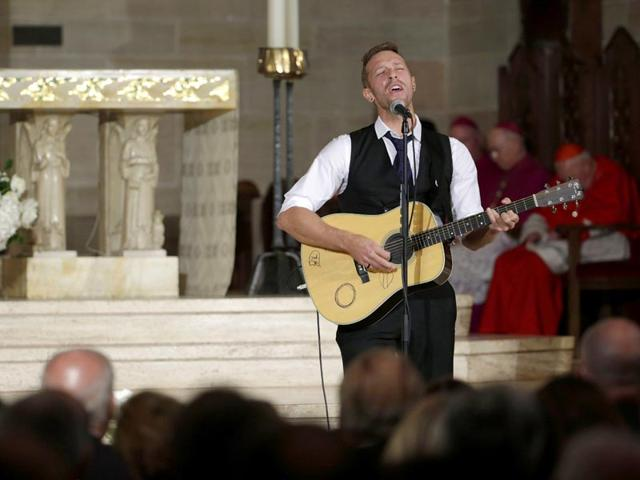Chris-Martin-on-the-group-Coldplay-performs-Til-Kingdom-Comes-during-services-for-former-Delaware-Attorney-General-Beau-Biden-at-St-Anthony-of-Padua-Church-in-Wilmington-Delaware-on-June-6-2015-AFP