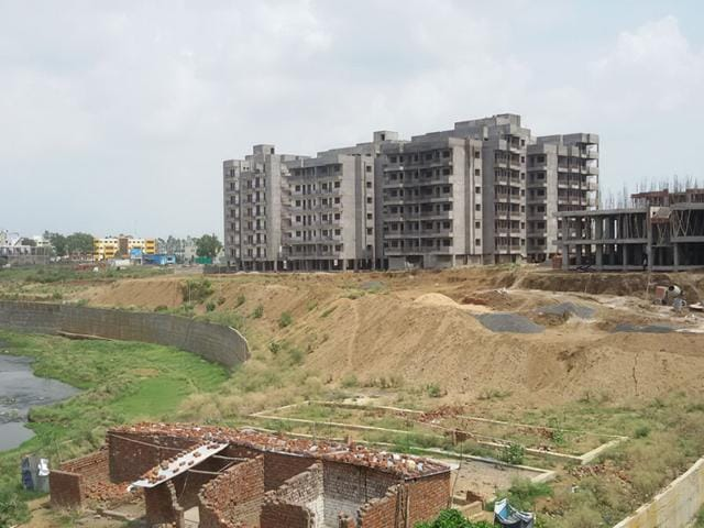 On-the-right-side-of-the-Kaliasote-river-some-people-have-artificially-tried-to-change-its-course-by-dumping-rocks-and-soil-between-the-housing-colony-and-the-river-Neeraj-santoshi-HT-photo