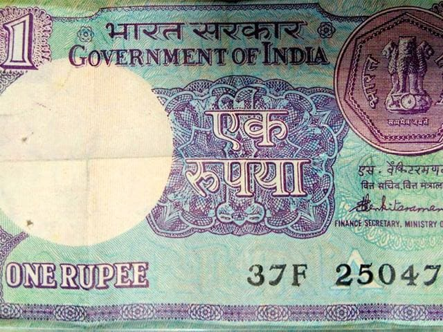 The-cost-of-printing-one-rupee-note-which-was-recently-re-introduced-after-a-gap-of-20-years-is-Rs-1-14-more-than-its-value-The-Security-Printing-and-Minting-Corporation-of-India-SPMCIL-under-the-central-government-said-in-the-RTI-response-that-the-cost-is-subject-to-audit-which-is-in-progress-for-financial-year-2014-15-HT-Photo