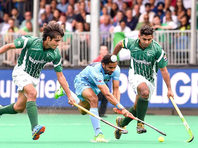India-s-Jasjit-Singh-Kular-C-vies-with-Pakistan-s-Rizwan-Senior-Muhammad-and-Pakistan-s-Imran-Muhammad-during-the-field-hockey-match-between-Pakistan-and-India-in-the-men-s-Group-A-of-the-World-League-semi-final-in-Brasschaat-AFP-Photo