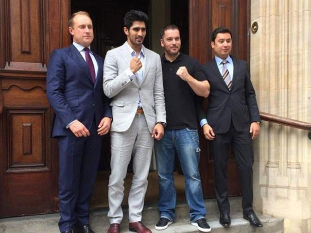 Boxer-Vijender-Singh-along-with-Frank-Warren-head-of-Queensberry-Promotions-a-leading-boxing-promoter-in-UK-Photo-courtesy-Twitter