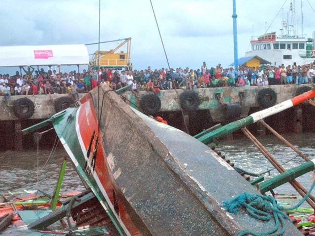 Residents-and-relatives-wait-for-news-of-their-loved-ones-a-day-after-a-ferry-transporting-nearly-200-people-capsized-as-rescuers-continue-their-search-for-survivors-at-the-pier-in-the-central-Philippine-city-of-Ormoc-AFP-Photo