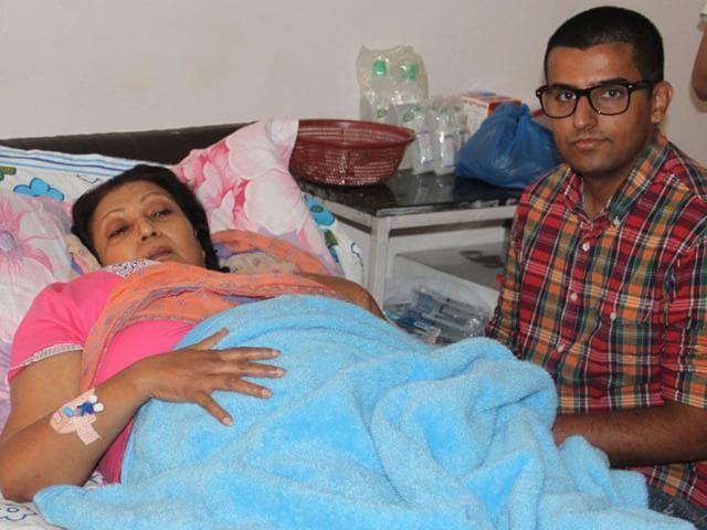 Folk-singer-Ranjeet-Kaur-has-been-admitted-at-Guru-Teg-Bahadur-Hospital-due-to-severe-infection-in-her-gall-bladder-JS-Grewal-HT