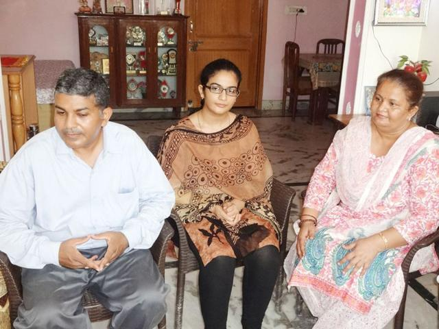 Deepshikha-Sharma-who-secured-33rd-position-in-UPSC-exams-along-with-her-parents-HT-Photo