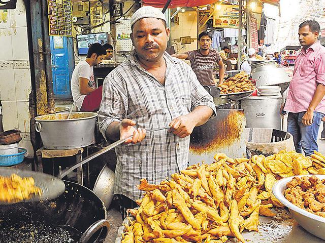 A-man-fries-pakoras-at-a-shop-in-Old-Delhi-Sumya-Khandelwal-HT-Photo