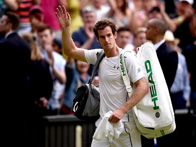 Britain-s-Andy-Murray-gets-attention-to-his-shoulder-during-a-medical-timeout-during-his-men-s-singles-third-round-match-against-Italy-s-Andreas-Seppi-on-day-six-of-the-2015-Wimbledon-Championships-at-The-All-England-Tennis-Club-in-Wimbledon-AFP-Photo