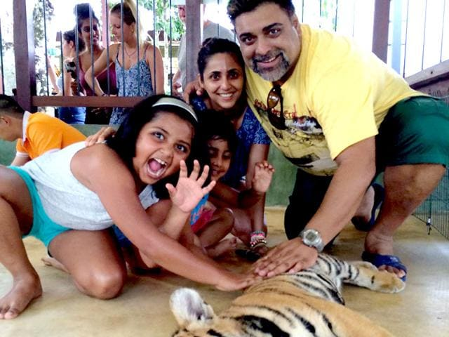 Ram-Kapoor-and-Gautami-Kapoor-take-time-out-with-their-kids-Facebook-Official-Ram-Kapoor