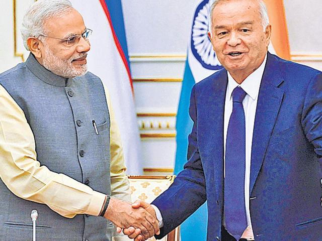 Uzbekistan-s-President-Islam-Karimov-right-welcomes-Prime-Minister-Narendra-Modi-for-talks-in-Tashkent-AP-Photo