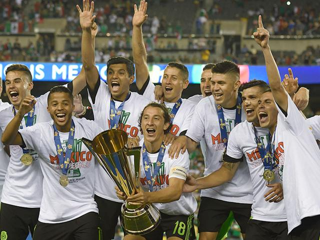 Mexico-s-national-soccer-team-celebrate-with-the-trophy-after-beating-Jamaica-3-1-in-the-2015-CONCACAF-Gold-Cup-final-in-Philadelphia-Pennsylvania-on-July-26-2015-AFP-Photo