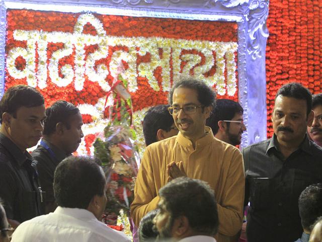 Shiv-Sena-supporters-visited-party-chief-Uddhav-Thackeray-s-residence-Matoshree-to-wish-him-on-his-birthday-Vijaynand-Gupta-HT-photo