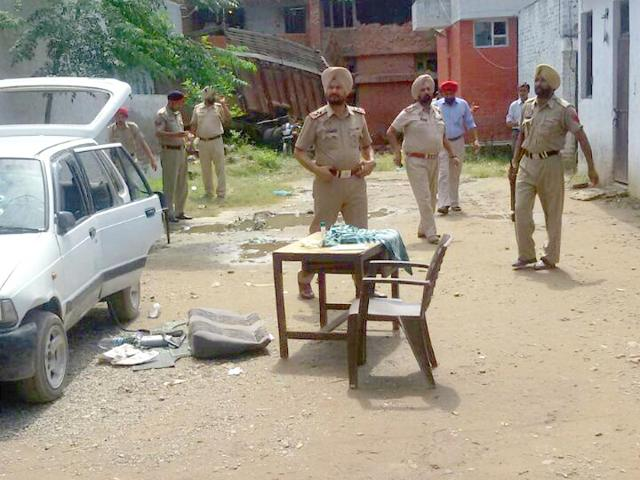 Investigations-being-conducted-at-the-Dinanagar-police-station-a-day-after-the-Gurdaspur-attack-Aseem-Bassi-HT-Photo
