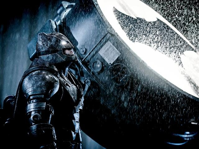Ben Affleck S Batman Waits For Superman Warner Bros