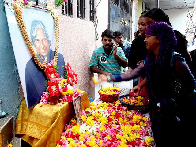 People-pay-tributes-to-former-President-of-India-Dr-APJ-Abdul-Kalam-outside-his-home-in-Rameswaram-Vivek-Nair-HT
