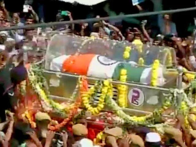 Prime-Minister-Narendra-Modi-pays-homage-to-former-president-APJ-Abdul-Kalam-in-Rameswaram-Photo-PIB-India-on-Twitter