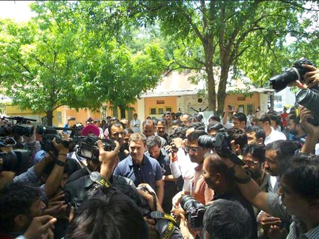 Rahul-Gandhi-arrives-at-FTII-to-interact-with-students-Photo-OfficeofRG-on-Twitter