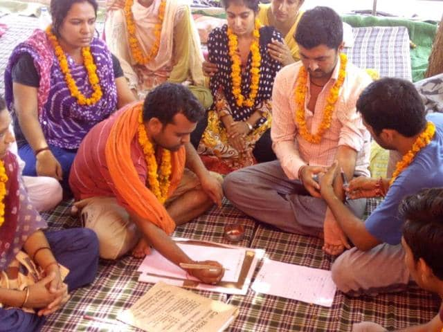 Unemployed-computer-teachers-writing-a-complaint-letter-in-blood-written-to-the-Haryana-CM-asking-him-to-either-resolve-the-issue-or-give-permission-to-end-their-lives-Sant-Arora-HT-Photo