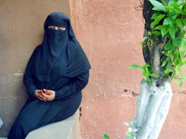 Fauzia-alias-Chanda-Khan-27-a-resident-of-Karachi-arrested-by-Railway-Police-in-Jalandhar-for-travelling-to-India-without-passport-and-visa-Sameer-Sehgal-HT