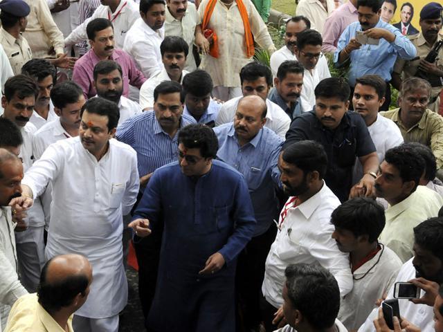 MNS-president-Raj-Thackeray-and-Bhayyu-Maharaj-arriving-at-Anand-Mohan-Mathur-auditorium-to-attend-Guru-Purnima-function-in-Indore-Arun-Mondhe-HT