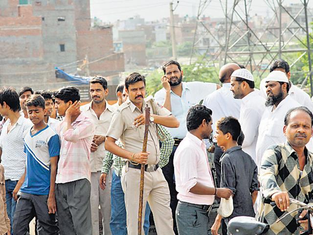 Delhi-Police-keep-vigil-after-a-clash-between-two-groups-at-Khajuri-Khas-in-New-Delhi-on-Friday-HT-Photo-Arun-Sharma