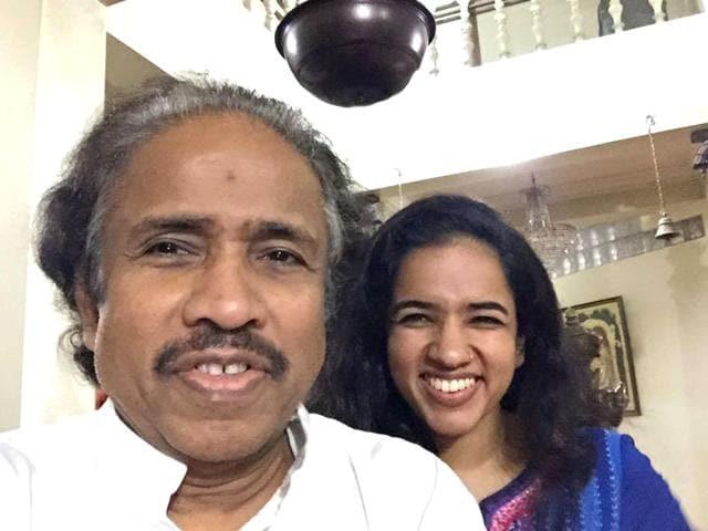 selfiewithdaughter-Violinist-L-Subramaniam-with-his-daughter-Bindu-Subramaniam-drlsub-Facebook