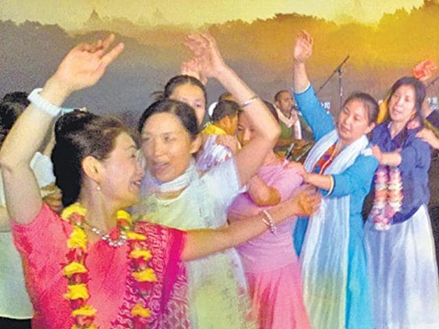 People-dancing-to-the-Hare-Rama-Hare-Krishna-chant-during-the-ISKCON-session-in-Beijing
