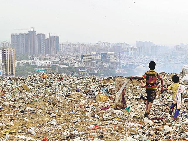 Ghaziabad-s-dumping-yard-which-spans-an-area-roughly-the-size-of-70-football-fields-The-landfill-site-in-in-close-proximity-to-several-5-star-hotels-and-shopping-malls-Ravi-Choudhary-HT-Photo