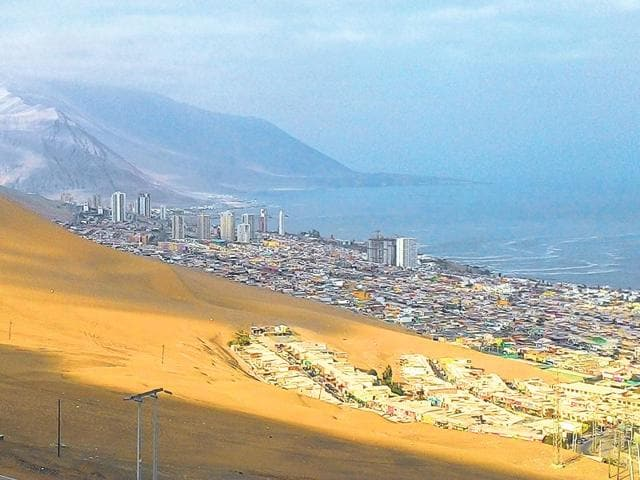 Iquique-is-bordered-on-one-side-by-the-Pacific-Ocean-and-on-the-other-by-a-range-of-low-hills-Photo-Saaz-Aggarwal