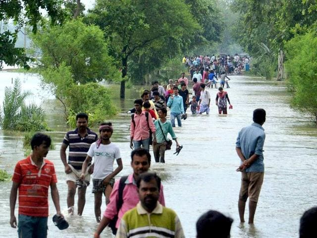 Rains,Flash floods,West Bengal
