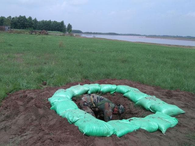 An-armyman-destroying-the-rocket-launcher-recovered-from-the-terrorists-who-were-gunned-down-in-Dinanagar-at-Makaura-Pattan-in-Gurdaspur-on-Sunday-HT-Photo