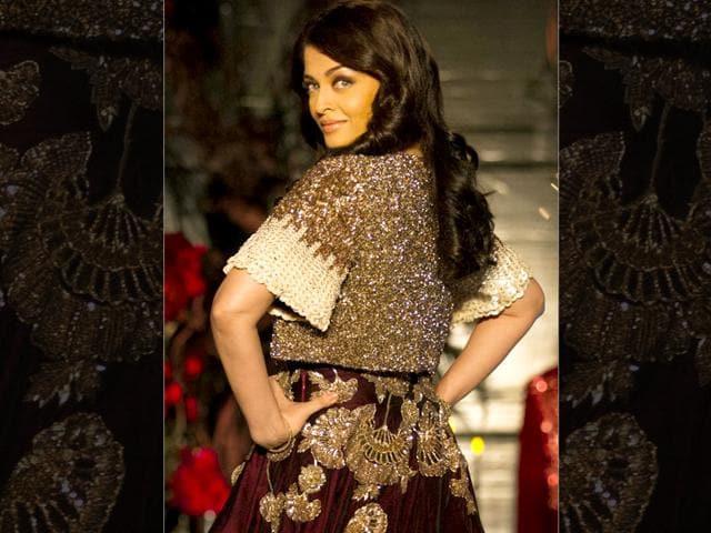 Aishwarya-Rai-Bachchan-displays-a-creation-by-designer-Manish-Malhotra-at-the-Amazon-India-Couture-Week-2015-in-New-Delhi-India-on--Sunday-AP-photo
