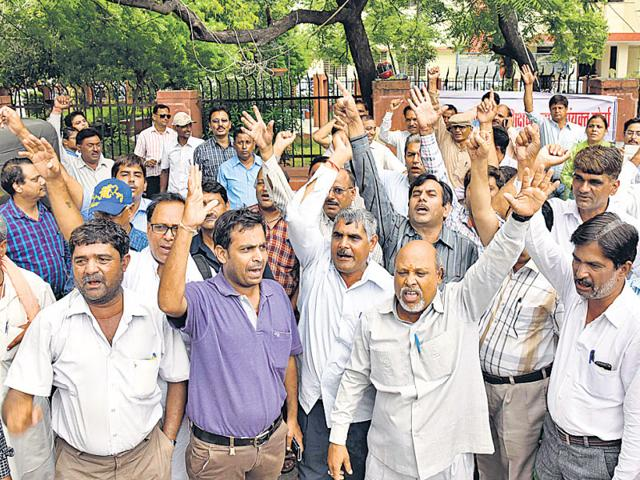 Members-of-teachers-association-stage-a-demonstration-against-the-government-s-decision-to-privatise-education-HT-File-Photo