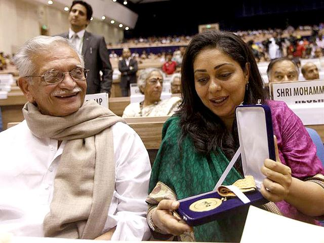 Gulzar-with-daughter-Meghna