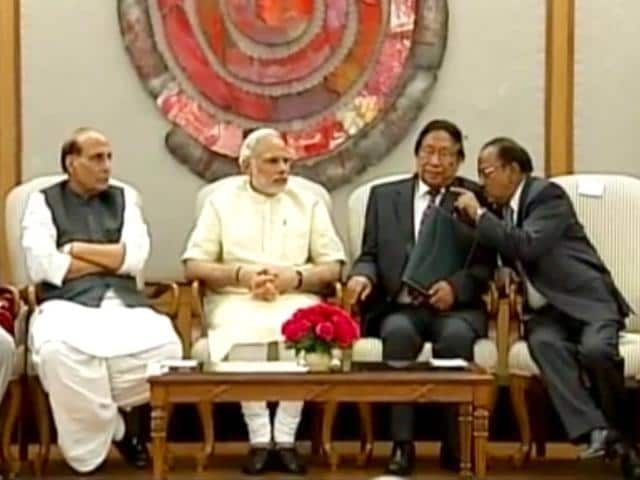 Prime-Minister-Narendra-Modi-shakes-hands-with-an-unidentified-NSCN-IM-official-at-the-signing-ceremony-of-the-historic-peace-accord-between-his-government-and-the-Naga-group-in-New-Delhi-on-Tuesday-PTI-Photo