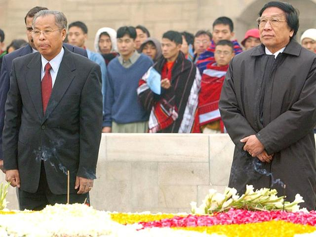General-Secretary-of-the-National-Socialist-Council-of-Nagaland-NSCN-Thuingaleng-Muivah-R-and-NSCN-Chairman-Isak-Chisi-Swu-L-pay-tribute-to-Mahatama-Gandhi-at-his-mausoleum-in-New-Delhi-09-January-2003-AFP-PHOTO