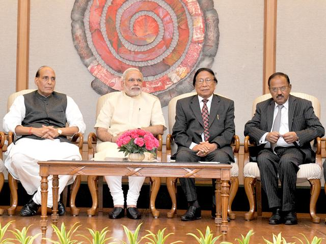 Prime-Minister-Narendra-Modi-alongwith-union-home-minister-Rajnath-Singh-at-the-signing-ceremony-of-historic-peace-accord-between-Government-of-India-and-NSCN-in-New-Delhi-PIB-Photo