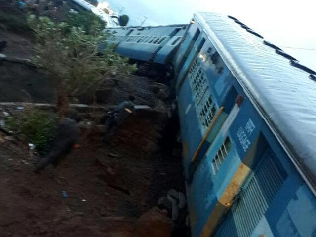 There was water on tracks and the bridge was submerged. The last bogies of Kamayani Express were derailed. Simultaneously, on the other track, the engines and coaches of the Janata Express were also derailed. (HT Photo)