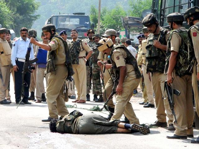 A-policeman-taking-the-weapon-of-a-terrorist-who-attacked-a-BSF-Border-Security-Force-convoy-on-the-Jammu-Srinagar-national-highway-in-Udhampur-district-about-85km-from-Jammu-on-August-05-2015-Nitin-Kanotra-HT-Photo