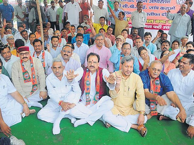 BJP-leaders-on-a-sit-in-against-the-state-government-at-Deen-Dayal-Upadhyay-Park-in-Dehradun-on-Tuesday-Vinay-Santosh-Kumar-HT-photo