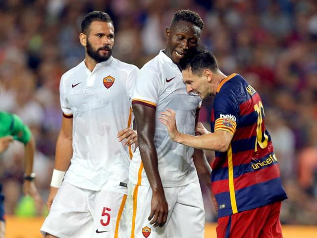 Barcelona-s-Lionel-Messi-and-AS-Roma-s-Mapou-Yanga-Mbiwa-get-involved-in-a-scuffle-during-the-Joan-Gamper-trophy-soccer-match-between-FC-Barcelona-and-AS-Roma-at-the-Camp-Nou-stadium-in-Barcelona-Spain-AP-Photo
