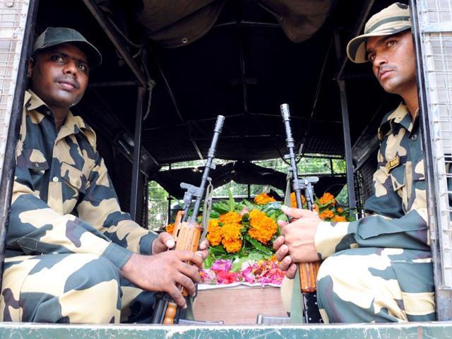 BSF-IG-Rakesh-Kumar-pays-tribute-to-martyrs-Subhendu-Rai-and-Rocky-in-Jammu-Nitin-Kanotra-HT-Photo