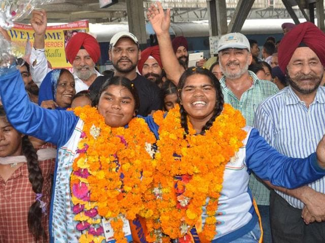 Dolly-left-and-Shallu-right-on-their-grand-arrival-at-the-Amritsar-railway-station-on-Thursday-Sameer-Sehgal-HT-Photo