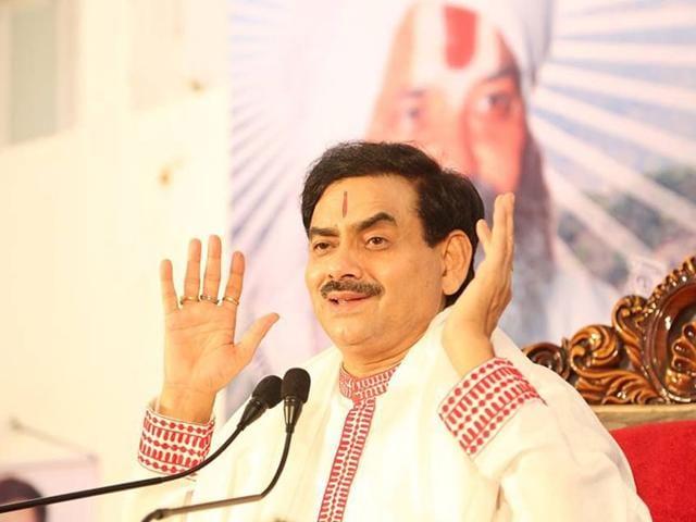 Uttar-Pradesh-bureaucrat-RK-Upadhayaya-devotes-all-his-time-as-a-spiritual-guru