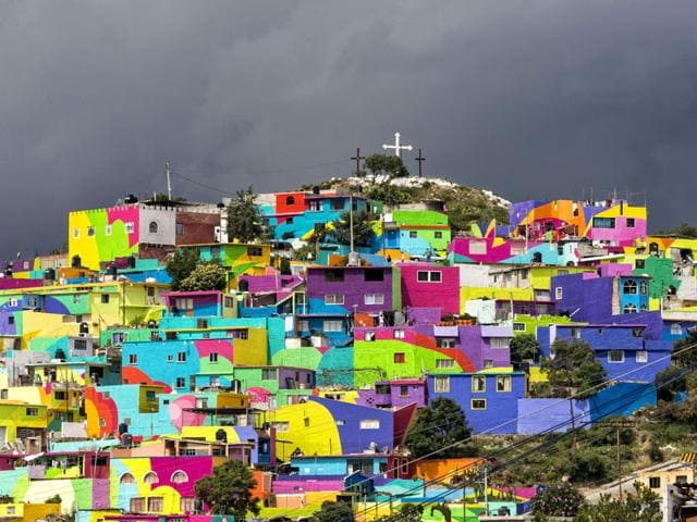 Partial view of the hill 'Las Palmitas' in Pachuca, Hidalgo state, Mexico. An initiave made in coordination by the national and local governments tranformed this small, violent neighborhood located hundred kilometers from Mexico city, by asking graffiti artists to paint the biggest mural of the country. (AFP Photo)