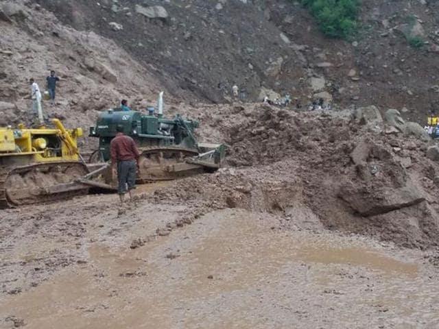Jammu-Srinagar-highway-has-been-blocked-due-to-a-landslide-in-Kheri-Udhampur-ANI-Photo